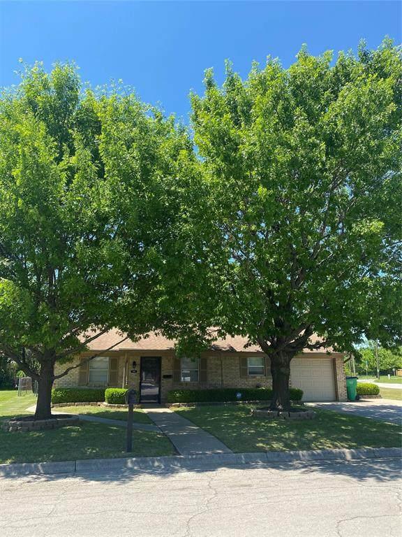 1301 Rebecca Drive, Gainesville, TX 76240 (MLS #14571821) :: VIVO Realty