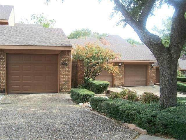 23 Village Green Court, Denison, TX 75020 (MLS #14572460) :: Craig Properties Group