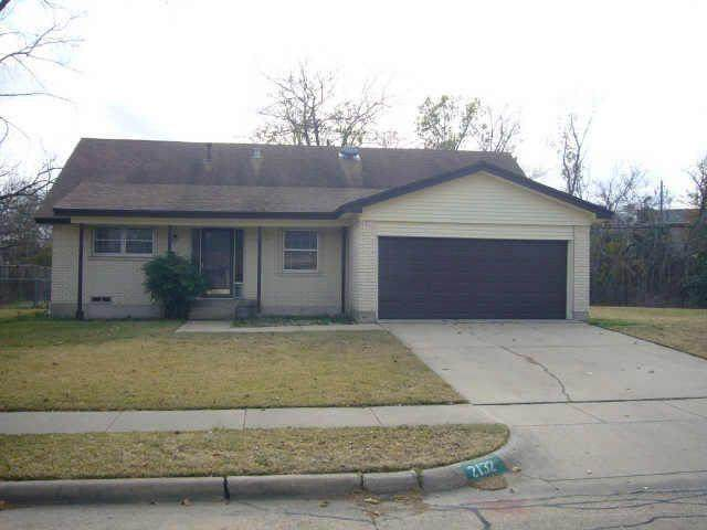 2132 Stonehenge Drive, Garland, TX 75041 (MLS #14573470) :: The Chad Smith Team