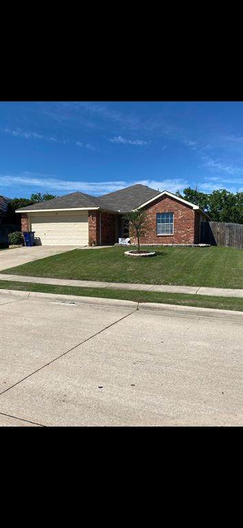 824 Canyon Cove Drive, Burleson, TX 76028 (MLS #14573784) :: The Hornburg Real Estate Group