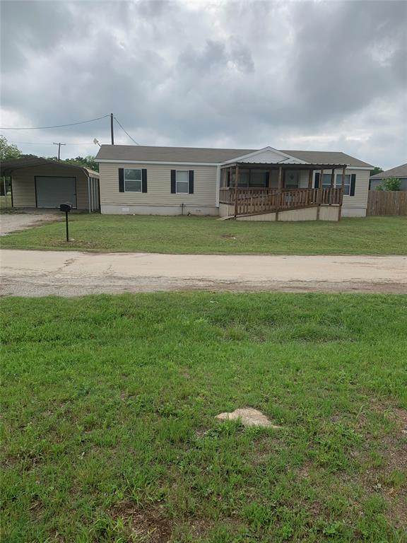 701 Oak Creek Drive, Bangs, TX 76823 (#14576872) :: Homes By Lainie Real Estate Group