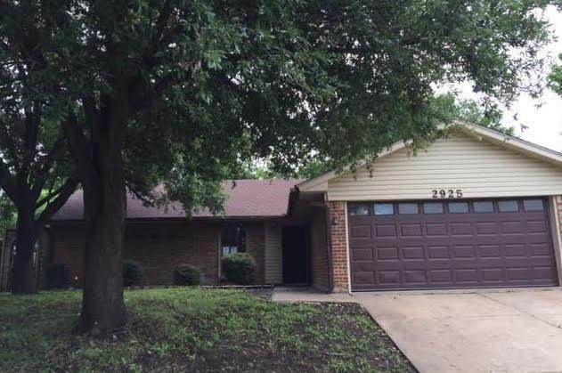 2925 Elsinor Drive, Fort Worth, TX 76116 (MLS #14583759) :: Real Estate By Design