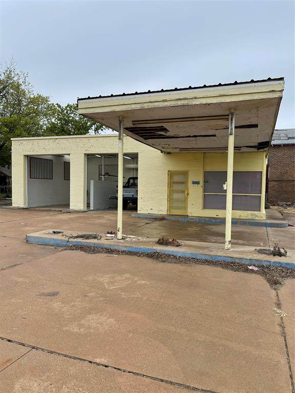 1500 Commercial Avenue, Coleman, TX 76834 (MLS #14584099) :: The Kimberly Davis Group