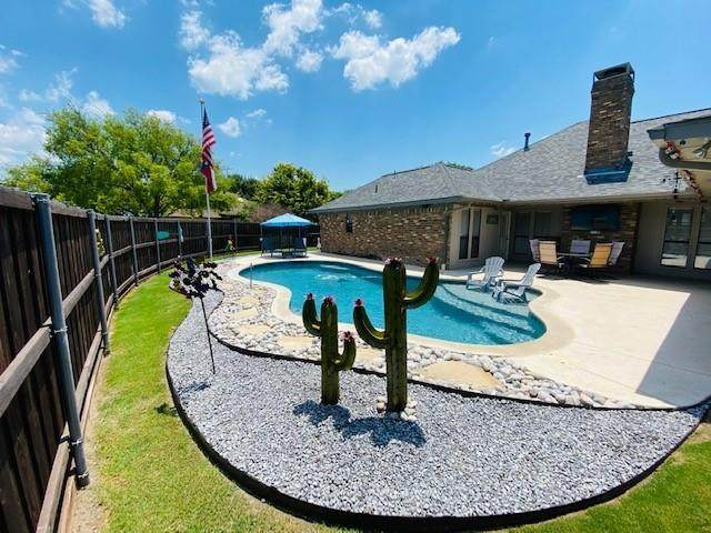 4 Country Place, Allen, TX 75002 (MLS #14595420) :: VIVO Realty