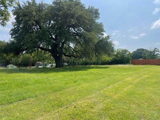 924 N Houston Street, Granbury, TX 76048 (#14595651) :: Homes By Lainie Real Estate Group