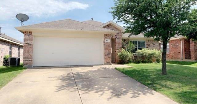911 Pinebrook Drive, Grand Prairie, TX 75052 (MLS #14599922) :: EXIT Realty Elite