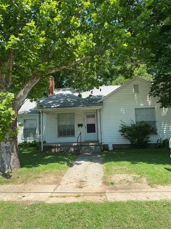 904 N Howeth Street, Gainesville, TX 76240 (MLS #14600328) :: Real Estate By Design