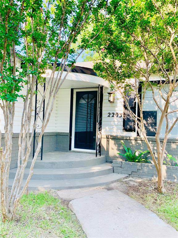 2203 Elizabeth Drive, Brownwood, TX 76801 (MLS #14600570) :: Real Estate By Design