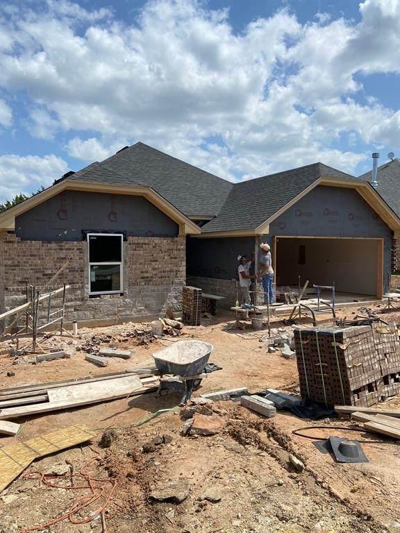 2601 Creek Drive, Granbury, TX 76048 (MLS #14608088) :: The Chad Smith Team