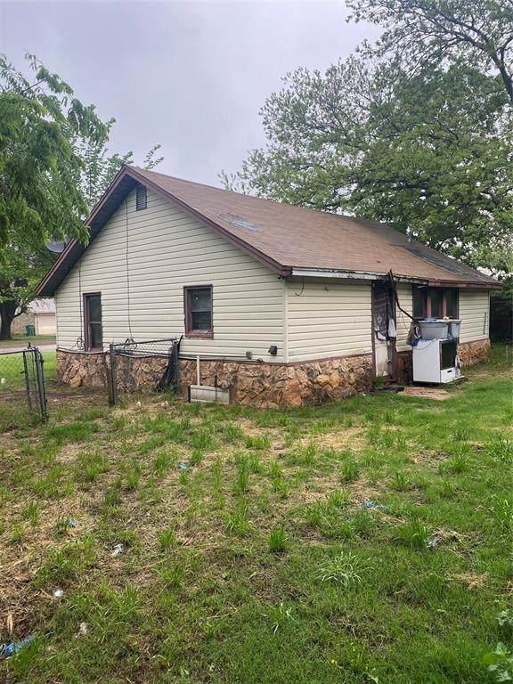 1029 W College Street, Jacksboro, TX 76458 (MLS #14609871) :: Lisa Birdsong Group | Compass