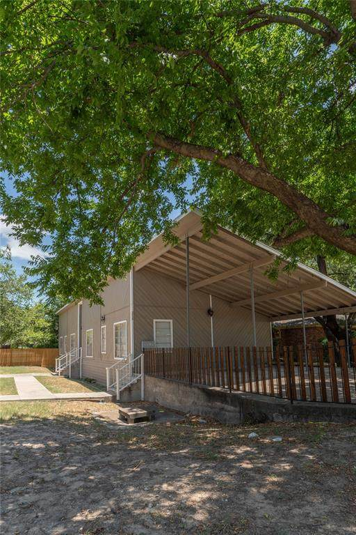 2825 Forest Park Boulevard, Fort Worth, TX 76110 (MLS #14622086) :: Real Estate By Design