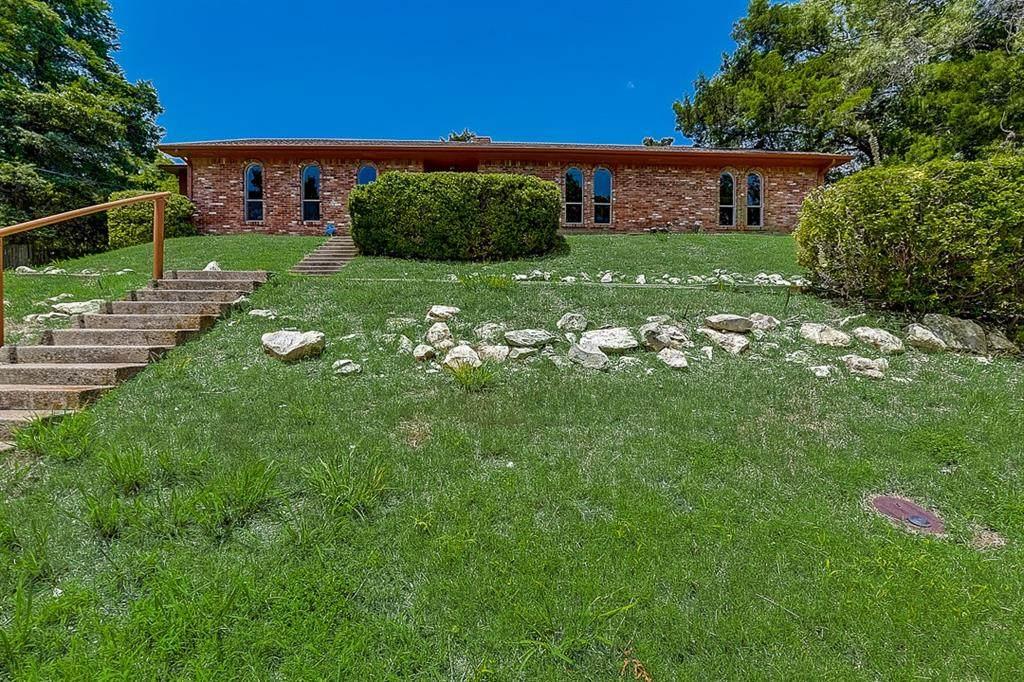 425 Lakewood Drive - Photo 1