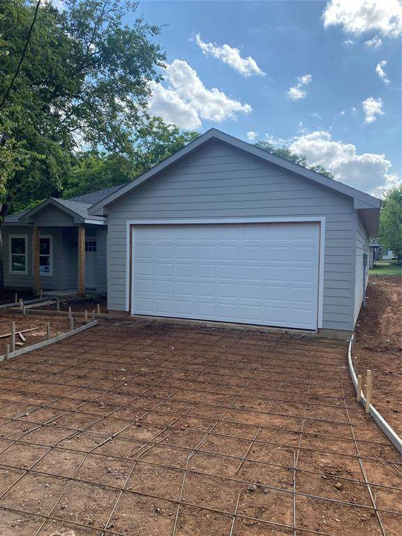905 N Traylor Street, Granbury, TX 76048 (MLS #14626681) :: Real Estate By Design