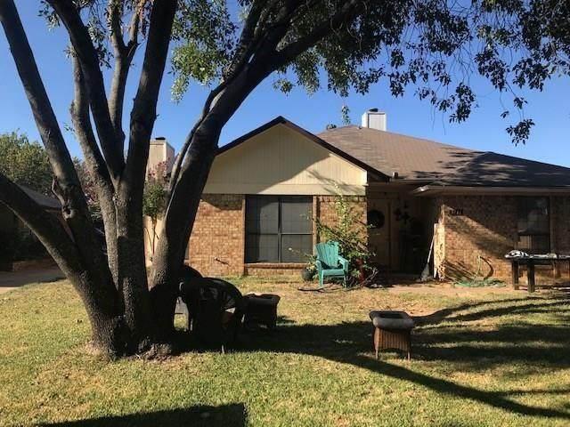 5715 Bramblewood Court, Arlington, TX 76017 (MLS #14627386) :: VIVO Realty