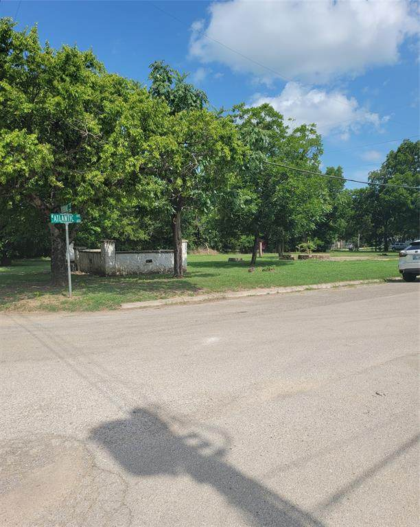 202 Robbins Street, Cleburne, TX 76031 (MLS #14631752) :: Real Estate By Design