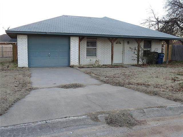 819 Carmen Court, Sanger, TX 76266 (MLS #14633747) :: The Rhodes Team
