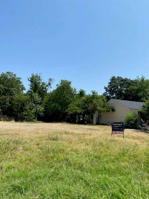 1114 Dallas Street, Grand Prairie, TX 75050 (MLS #14634636) :: Real Estate By Design