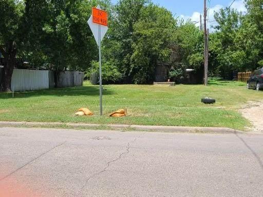 106 W Madison Street, Ennis, TX 75119 (MLS #14637436) :: RE/MAX Pinnacle Group REALTORS