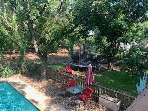 8823 Ravenswood Road, Granbury, TX 76049 (#14639577) :: Homes By Lainie Real Estate Group