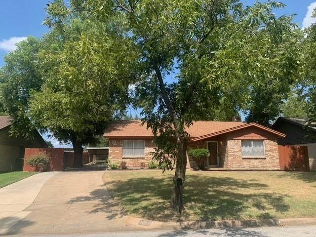 1217 Royal Terrace, Hurst, TX 76053 (MLS #14639879) :: EXIT Realty Elite