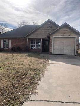 225 Brook Circle, Krum, TX 76249 (MLS #14648862) :: The Mauelshagen Group