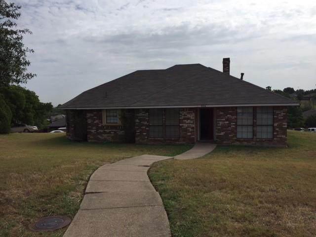 1004 Parlay Circle, Dallas, TX 75211 (MLS #14653714) :: Real Estate By Design