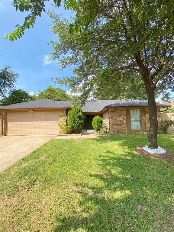 334 E Crossland Boulevard, Grand Prairie, TX 75052 (MLS #14655587) :: The Chad Smith Team
