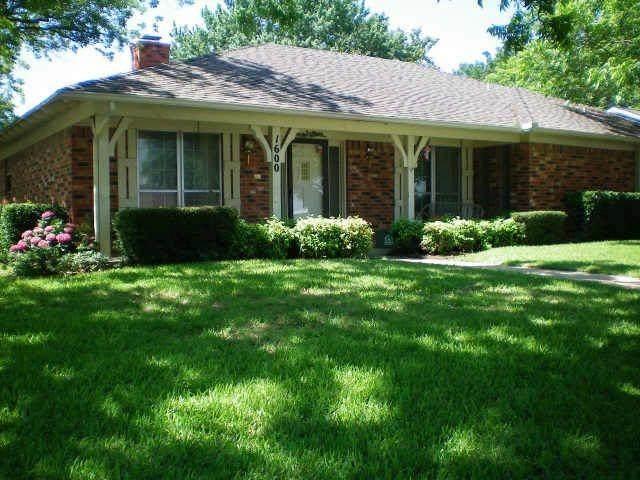 1600 Paisley Drive, Arlington, TX 76015 (MLS #14661172) :: Real Estate By Design