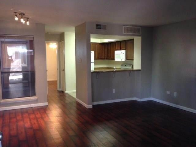 9821 Walnut Street K102, Dallas, TX 75243 (#14661655) :: Homes By Lainie Real Estate Group