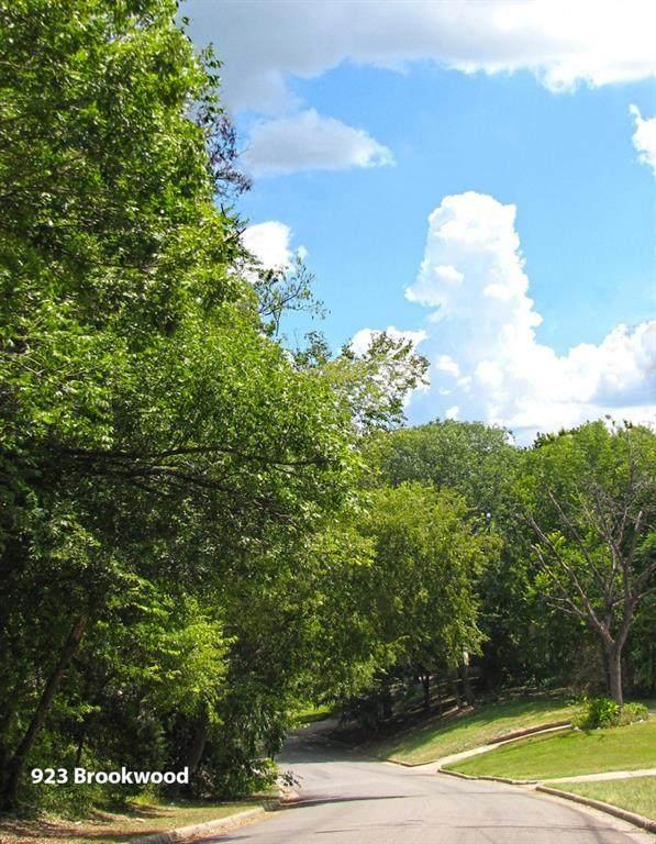 923 Brookwood Drive - Photo 1