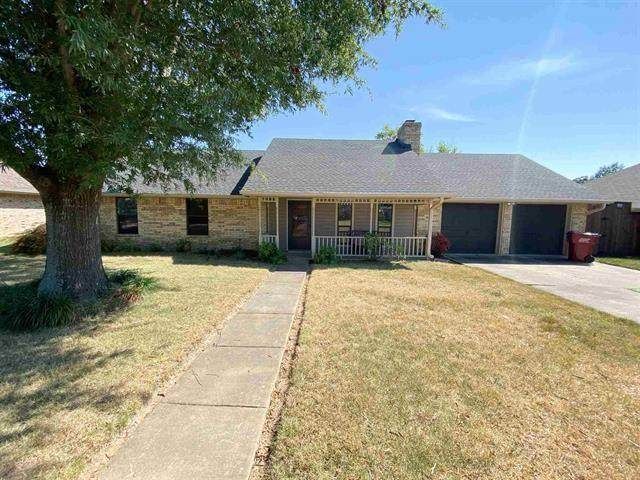 6050 Royal Lane, Reno, TX 75462 (MLS #14666834) :: Real Estate By Design
