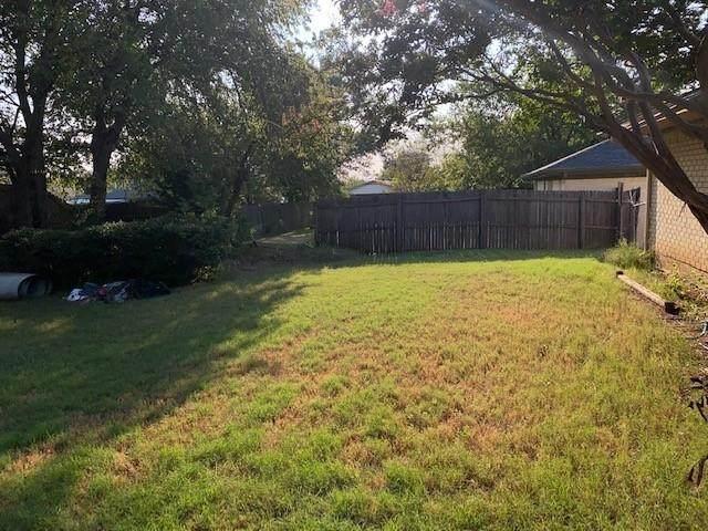 6704 Greenacres Drive, North Richland Hills, TX 76182 (MLS #14669987) :: Craig Properties Group