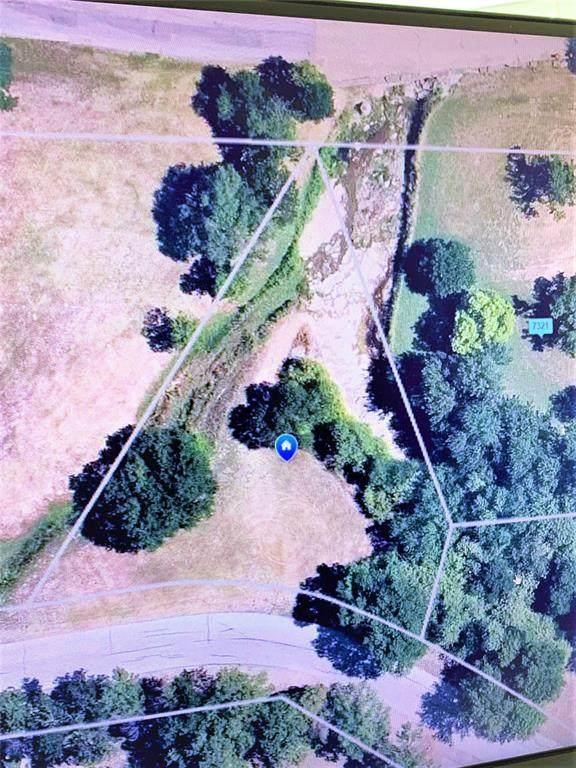 7412 Apache Trail, Lake Worth, TX 76135 (MLS #14670201) :: VIVO Realty