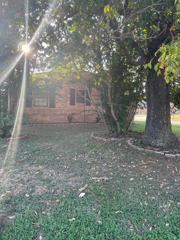 205 N Ash Street, Springtown, TX 76082 (MLS #14673685) :: Team Hodnett