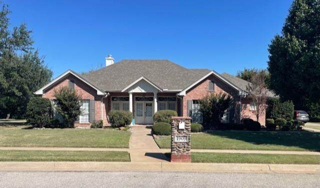 1909 Maplewood Drive, Weatherford, TX 76087 (MLS #14677658) :: The Hornburg Real Estate Group