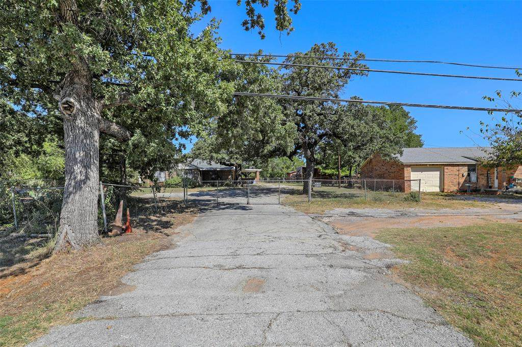 529 Highway 114 - Photo 1
