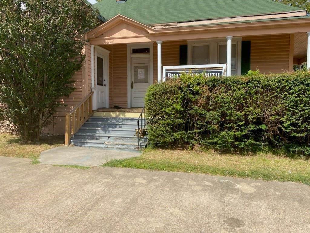 1049 Lamar Avenue - Photo 1