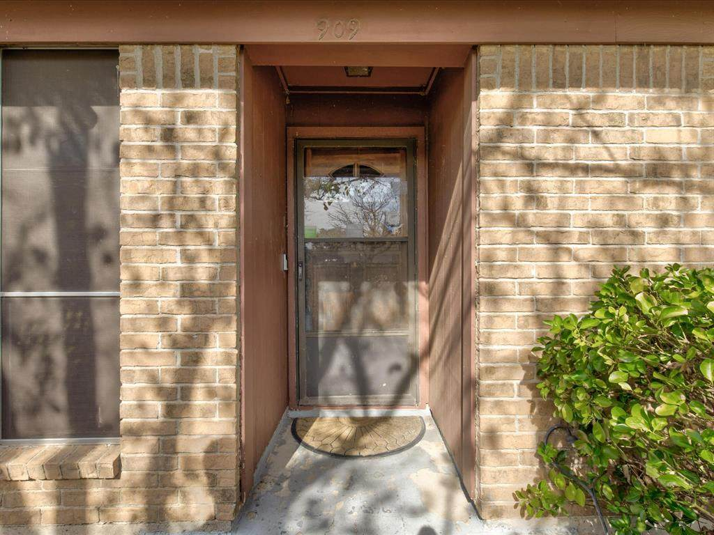 909 Childers Avenue - Photo 1