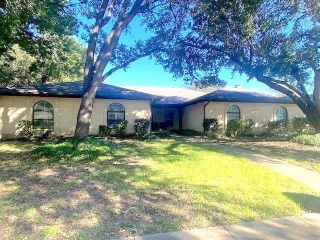 137 Shadybrook Drive, Desoto, TX 75115 (MLS #14689645) :: RE/MAX Pinnacle Group REALTORS