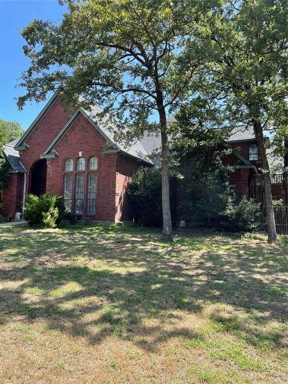 107 Hillside Drive E, Burleson, TX 76028 (MLS #14692092) :: Front Real Estate Co.