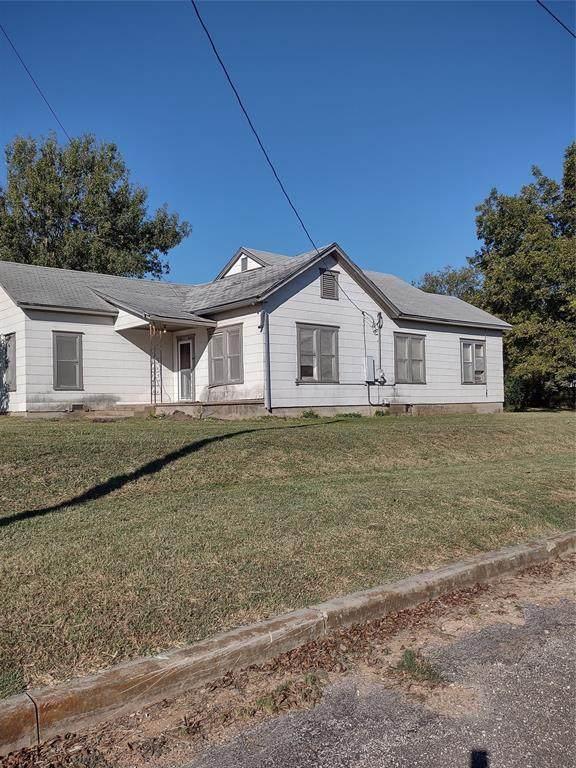 1503 W 11th Street, Clifton, TX 76634 (MLS #14692983) :: Brooks Real Estate