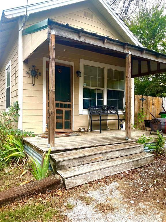 1301 N Weaver Street, Gainesville, TX 76240 (MLS #14695758) :: Real Estate By Design