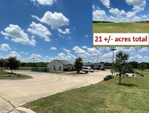 2401 N Houston School Road, Lancaster, TX 75134 (MLS #14696685) :: Justin Bassett Realty