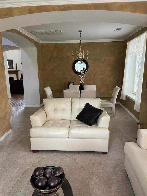 946 Marisa Lane, Desoto, TX 75115 (MLS #14696757) :: RE/MAX Pinnacle Group REALTORS