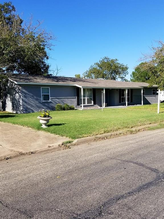 904 Elizabeth Boulevard, Granbury, TX 76048 (MLS #13699029) :: Team Hodnett