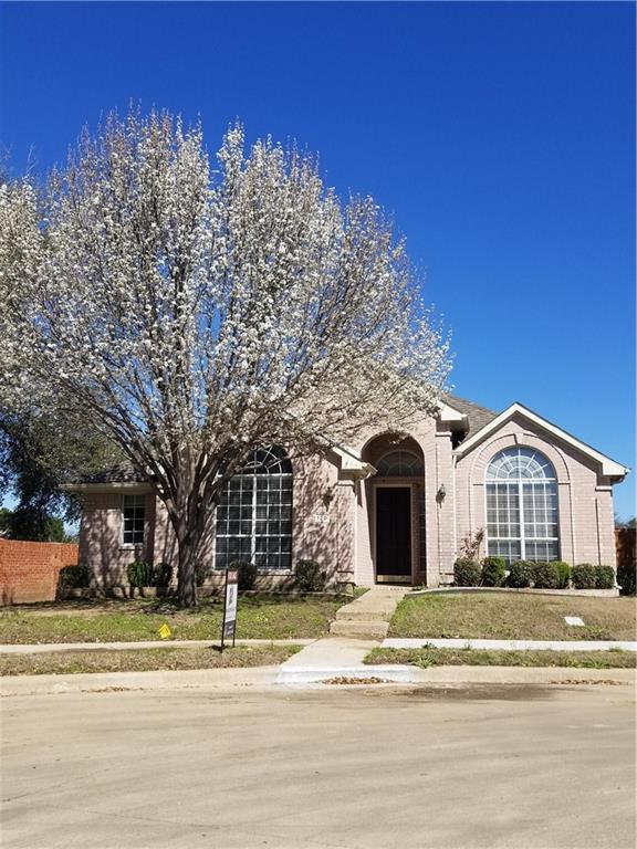 120 Saint James Road, Irving, TX 75063 (MLS #13771106) :: Team Hodnett