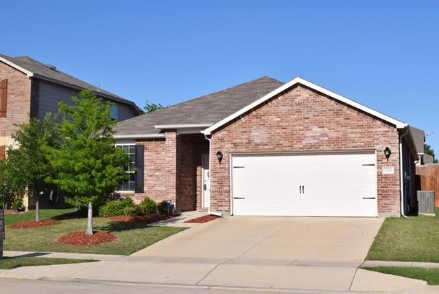 7704 Berrenda Drive, Fort Worth, TX 76131 (MLS #13825792) :: Century 21 Judge Fite Company