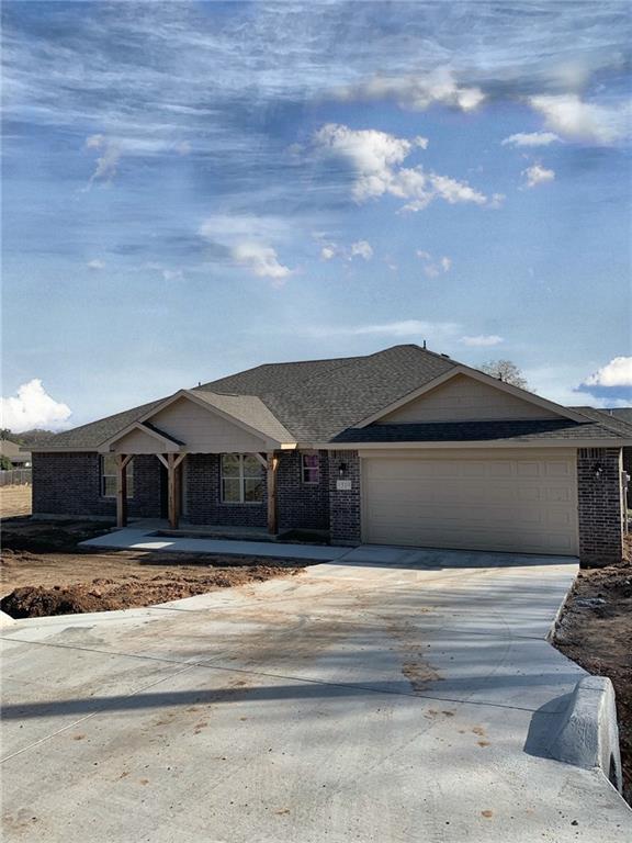 1319 E Apache Trail, Granbury, TX 76048 (MLS #13934932) :: The Real Estate Station