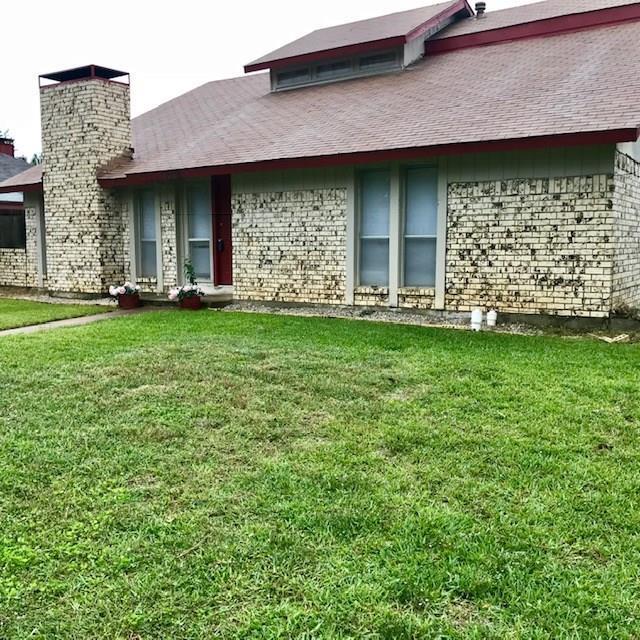1034 Kingston Drive, Lewisville, TX 75067 (MLS #13949060) :: Frankie Arthur Real Estate