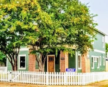 1017 W Richmond Avenue, Fort Worth, TX 76110 (MLS #13953430) :: RE/MAX Town & Country